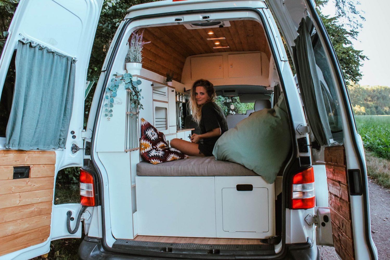 Ellie Vans VW T5 T6 Ausbau Möbel